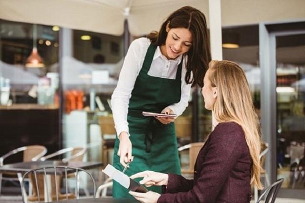 Doanh nghiệp thành công luôn biết đặt lợi ích của khách hàng lên hàng đầu.