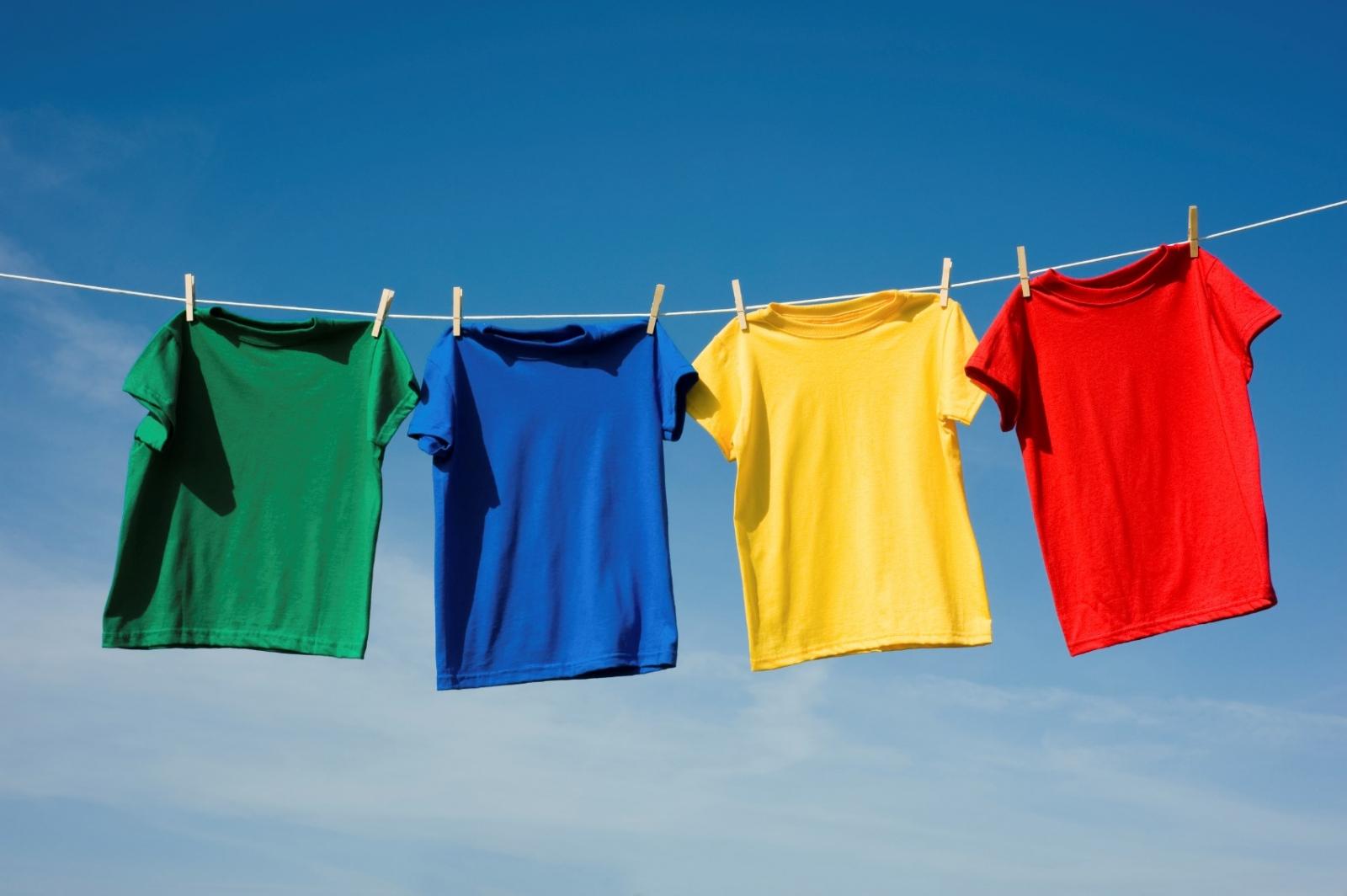 Áo đồng phục nhanh bị phai màu phụ thuộc nhiều vào chất liệu vải may.