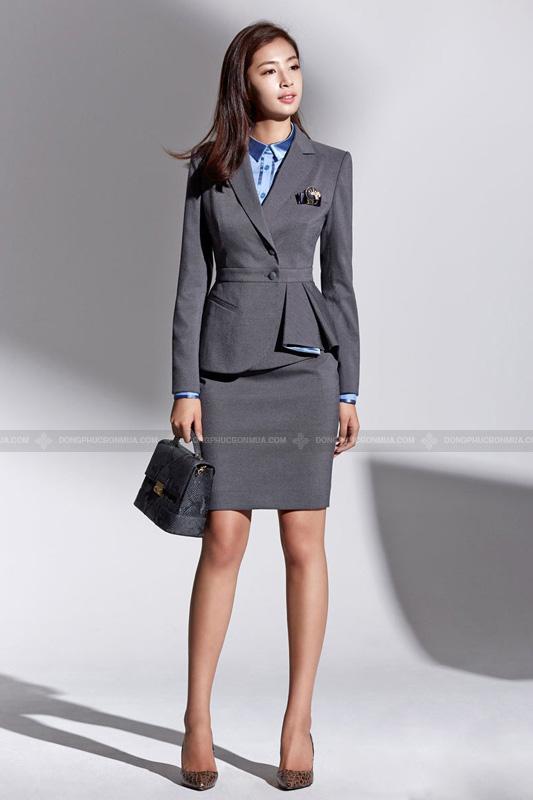 Áo vest nữ có điểm nhấn ở cổ cũng là lựa chọn hợp lý cho các cô nàng hơi nặng cân.