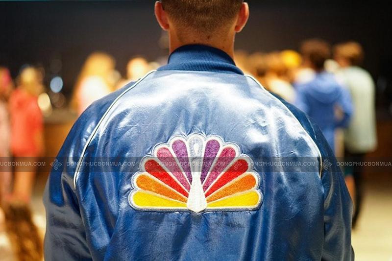 Đầu tư cẩn thận cho logo thương hiệu áo khoác đồng phục.