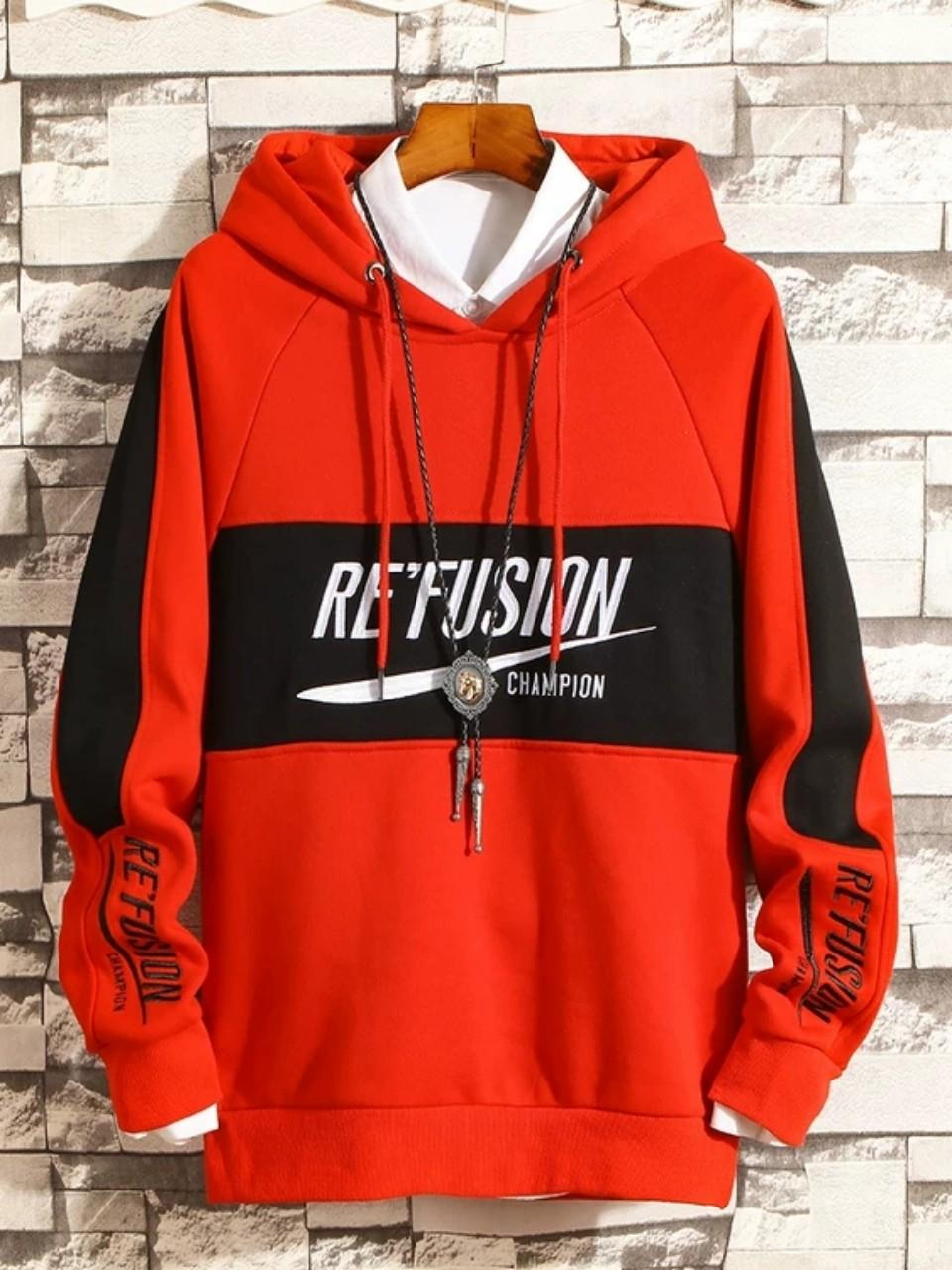 Những chiếc áo hoodie đem lại sự trẻ trung, năng động của người mặc.