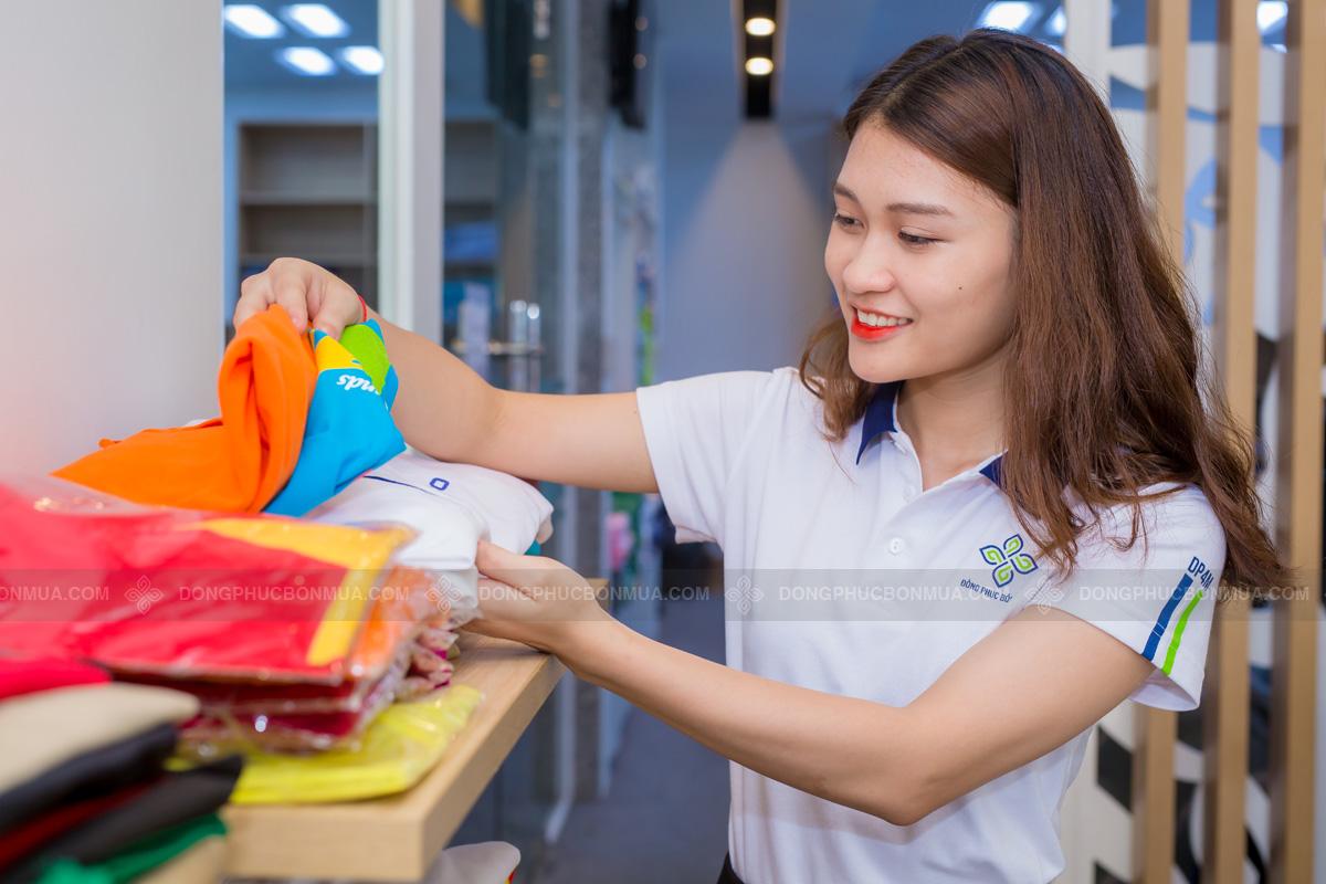 Số lượng áo càng nhiều giá càng rẻ.