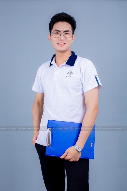 Tone màu trắng luôn được ưa chuộng khi chọn đồng phục công ty.
