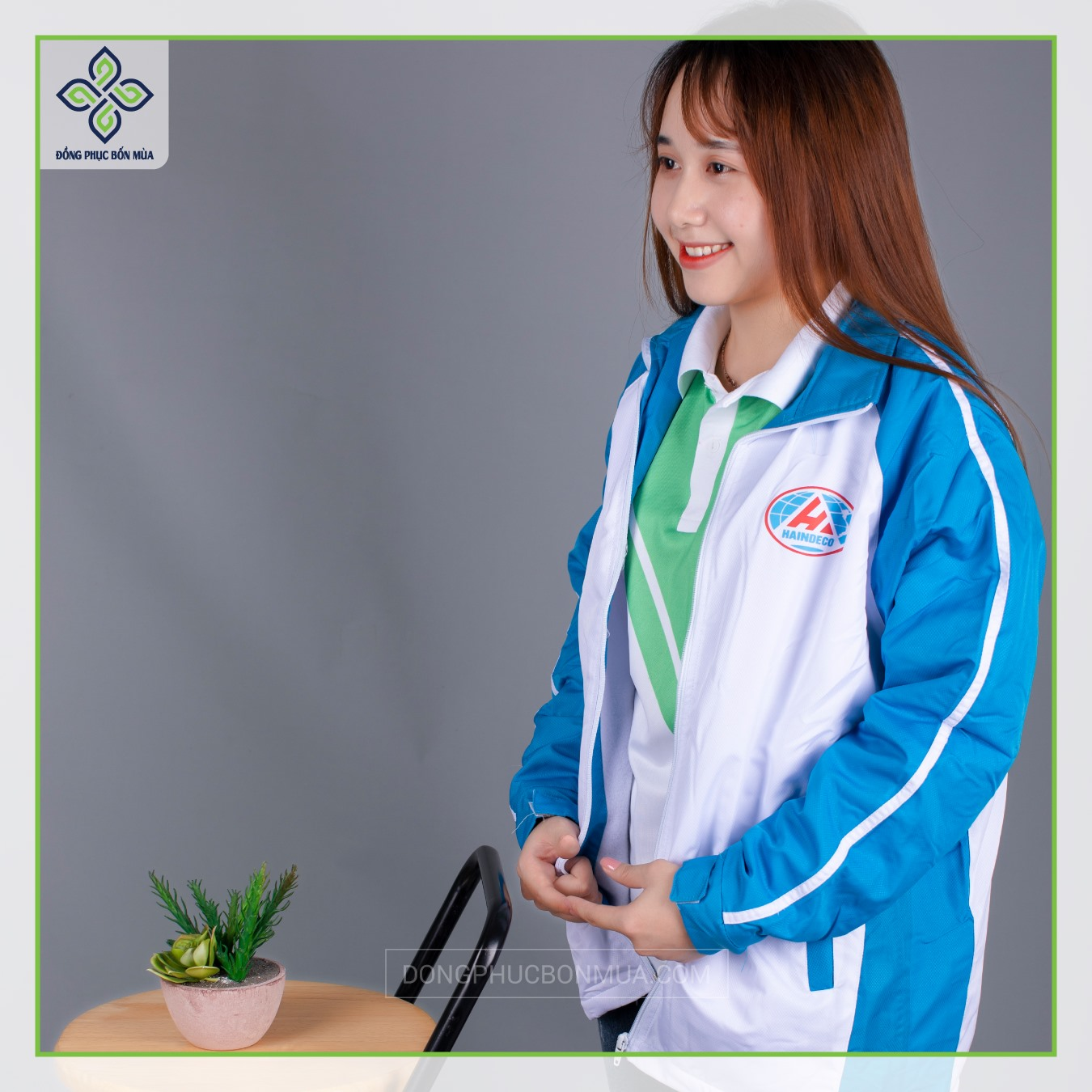Áo đồng phục được phối màu sinh động và đẹp mắt.