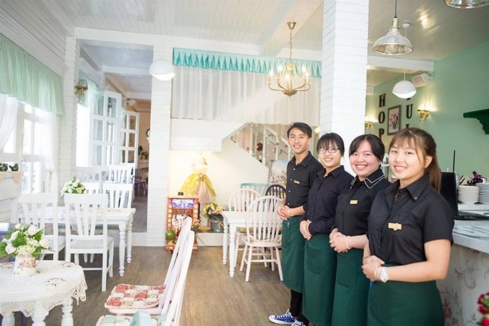 X3 doanh số nhờ trải nghiệm khách hàng với áo đồng phục nhà hàng cafe