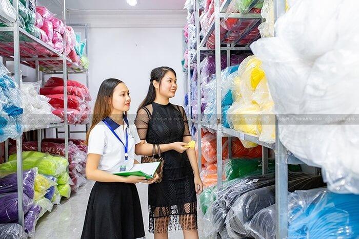 Kho vải 50 tấn, đa dạng màu sắc cho khách hàng chọn lựa