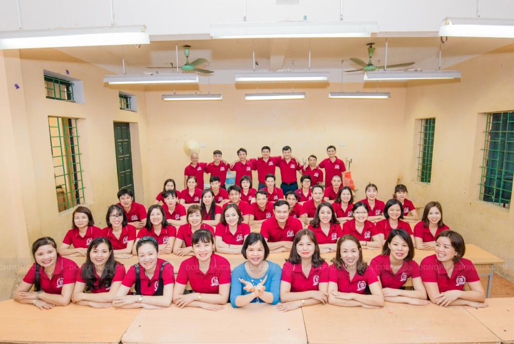 Mẫu áo họp lớp màu đỏ kỷ niệm 30 năm ra trường