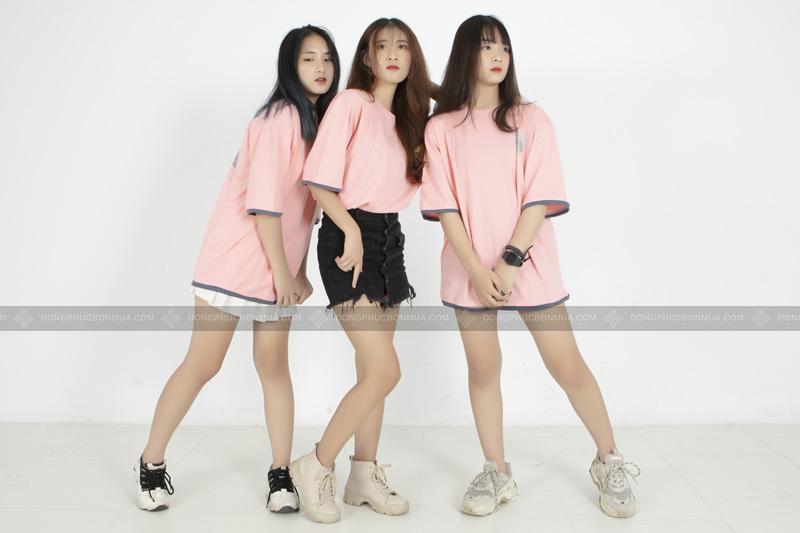 Áo lớp oversize dễ dàng kết hợp với các phụ kiện và trang phục khác