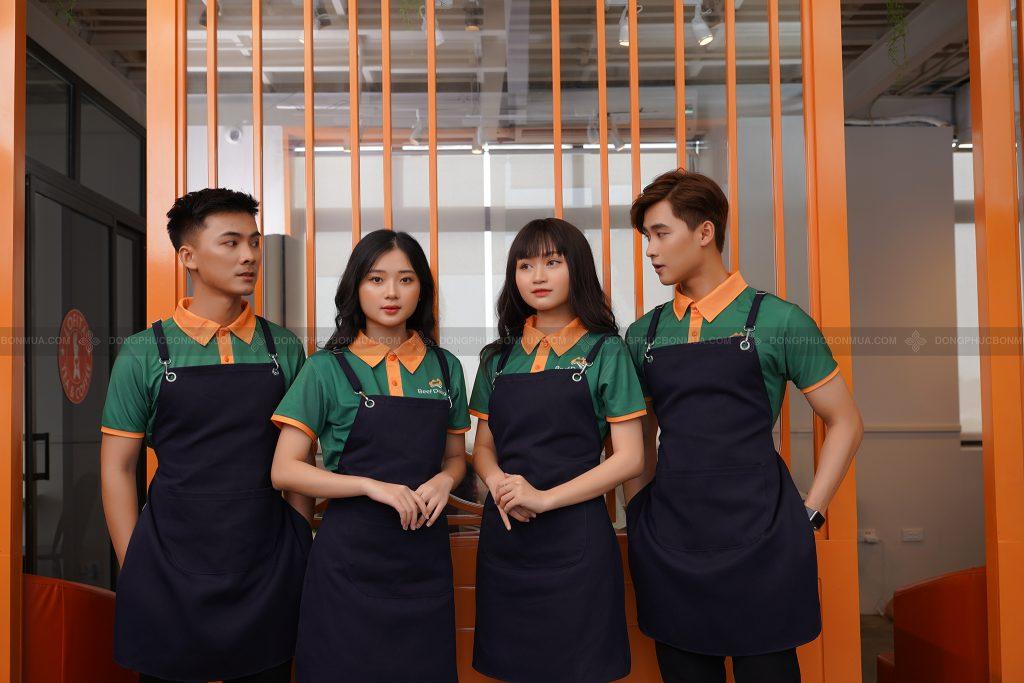 Đồng phục phục vụ thể hiện sự chuyên nghiệp.