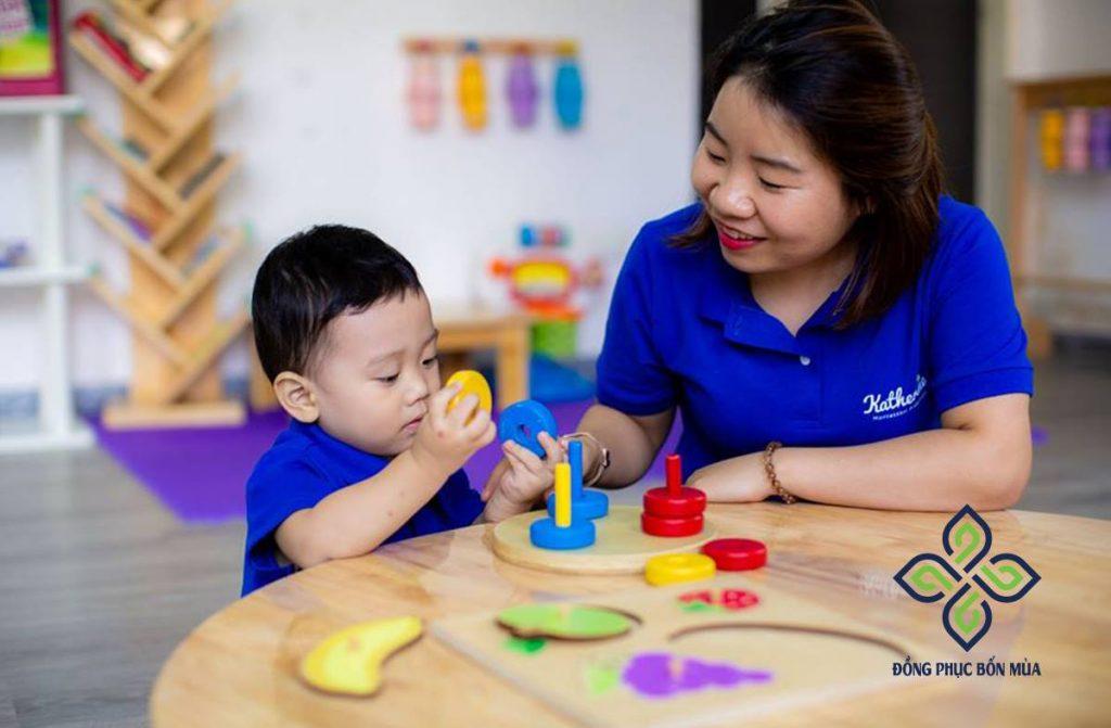 Áo đồng phục cô giáo mầm non - trách nhiệm với các bé