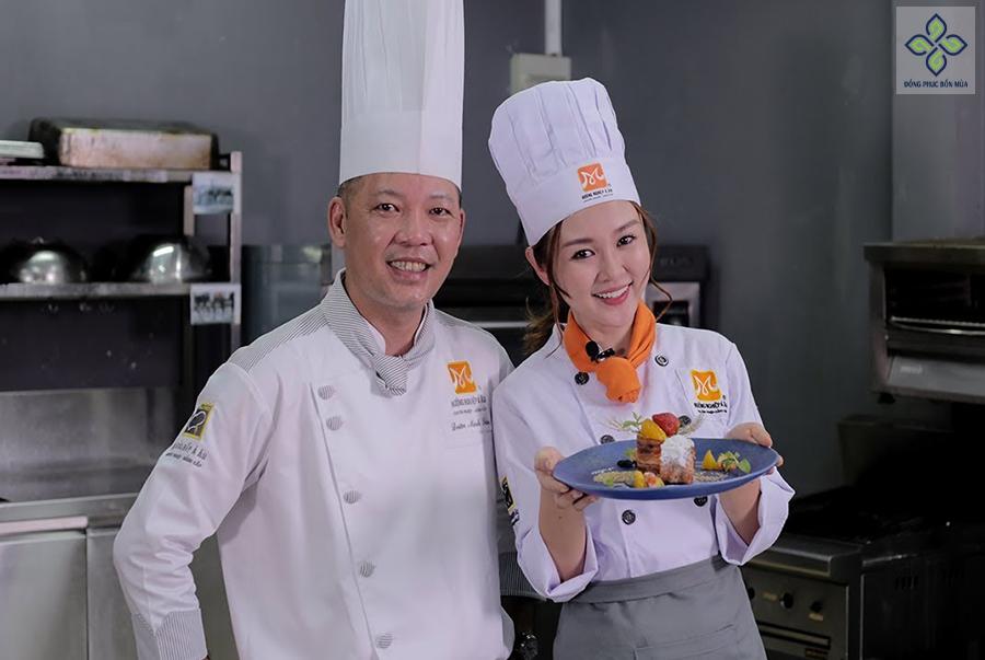 Áo bếp trưởng thể hiện được địa vị của người bếp trưởng