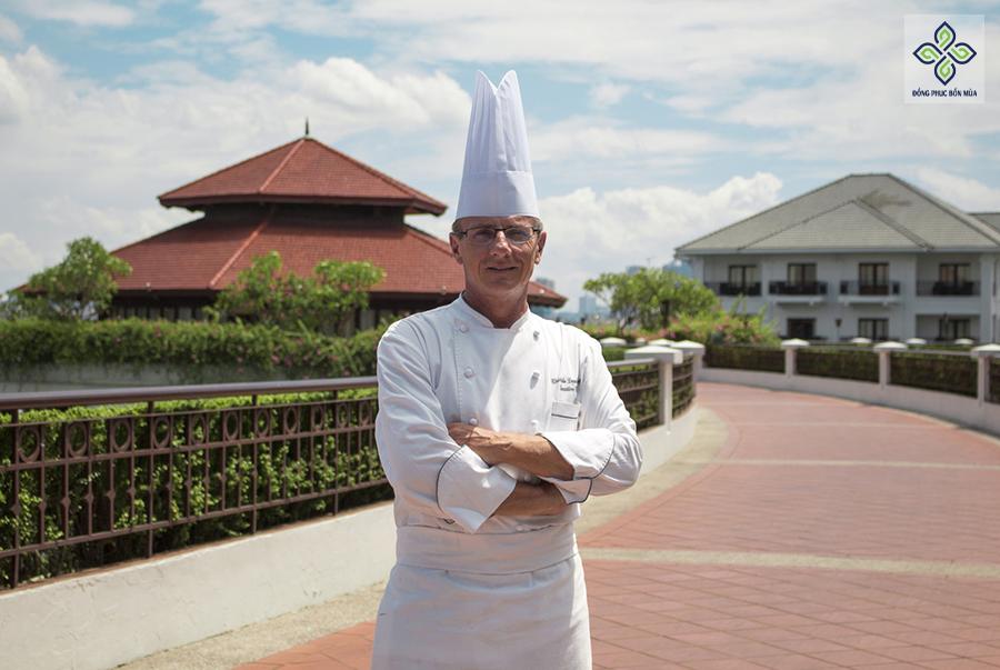 Chiều cao của mũ Toque thể hiện kinh nghiệm và địa vị của người đầu bếp