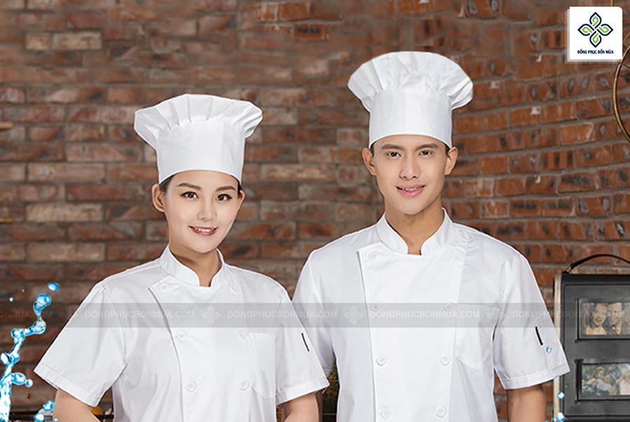 Kiểu dáng áo đồng phục đầu bếp thường rộng rãi, thoải mái