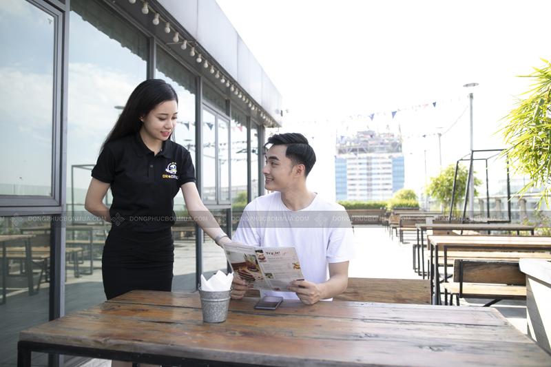 Áo đồng phục đẹp giúp nhân viên hào hứng khi mặc, trở nên tự tin hơn khi đi làm.