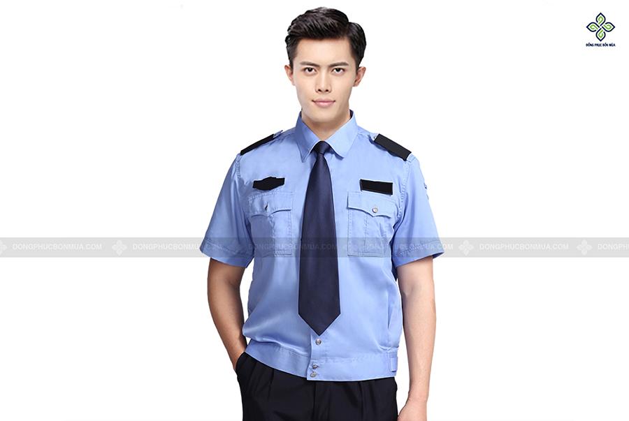 Đồng phục bảo vệ có kiểu dáng giống của sĩ quan quân đội hoặc cảnh sát