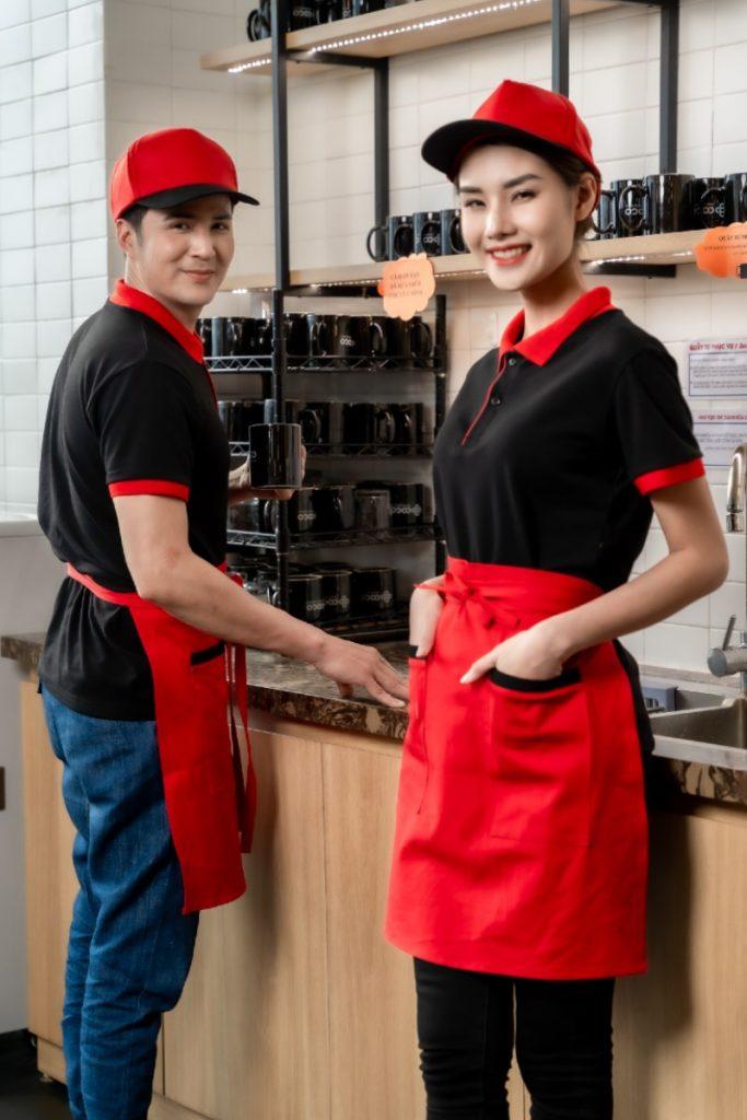 Mãn nhãn với đồng phục tạp đề 2 màu đỏ - đen