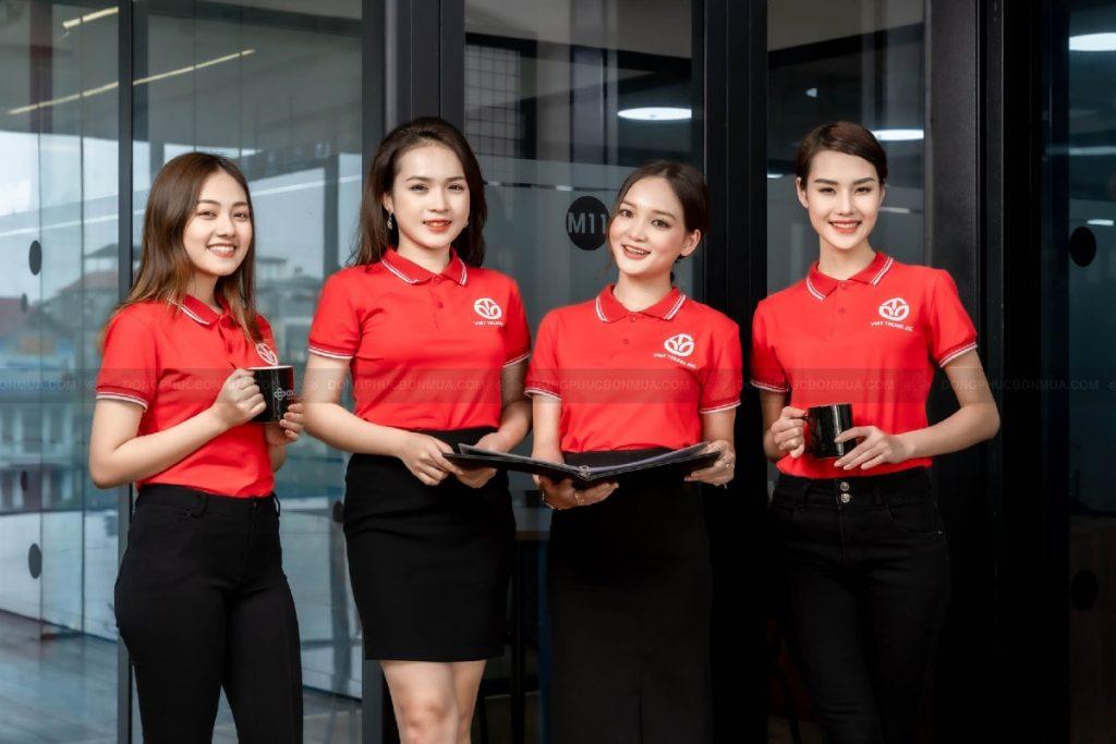 Đồng phục doanh nghiệp màu đỏ mang đến sự khác biệt và nổi bật