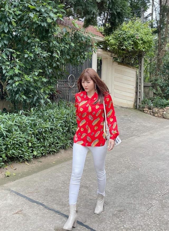 áo sơ mi màu đỏ