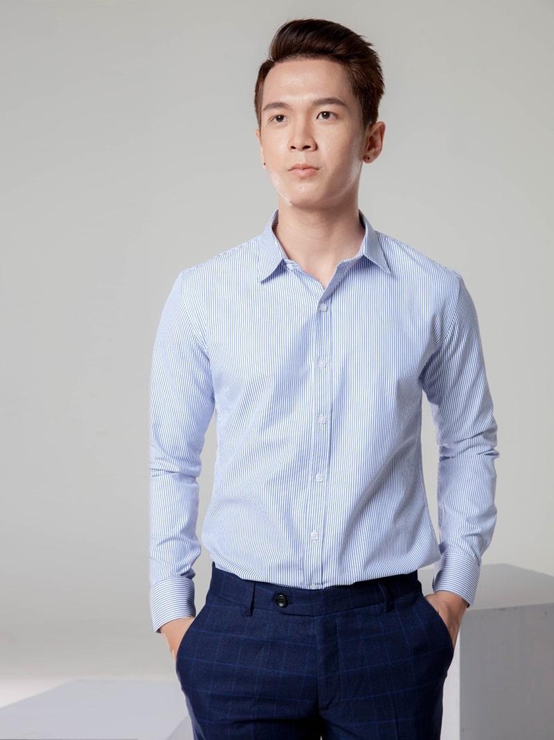 phối đồ với áo sơ mi xanh dương nam