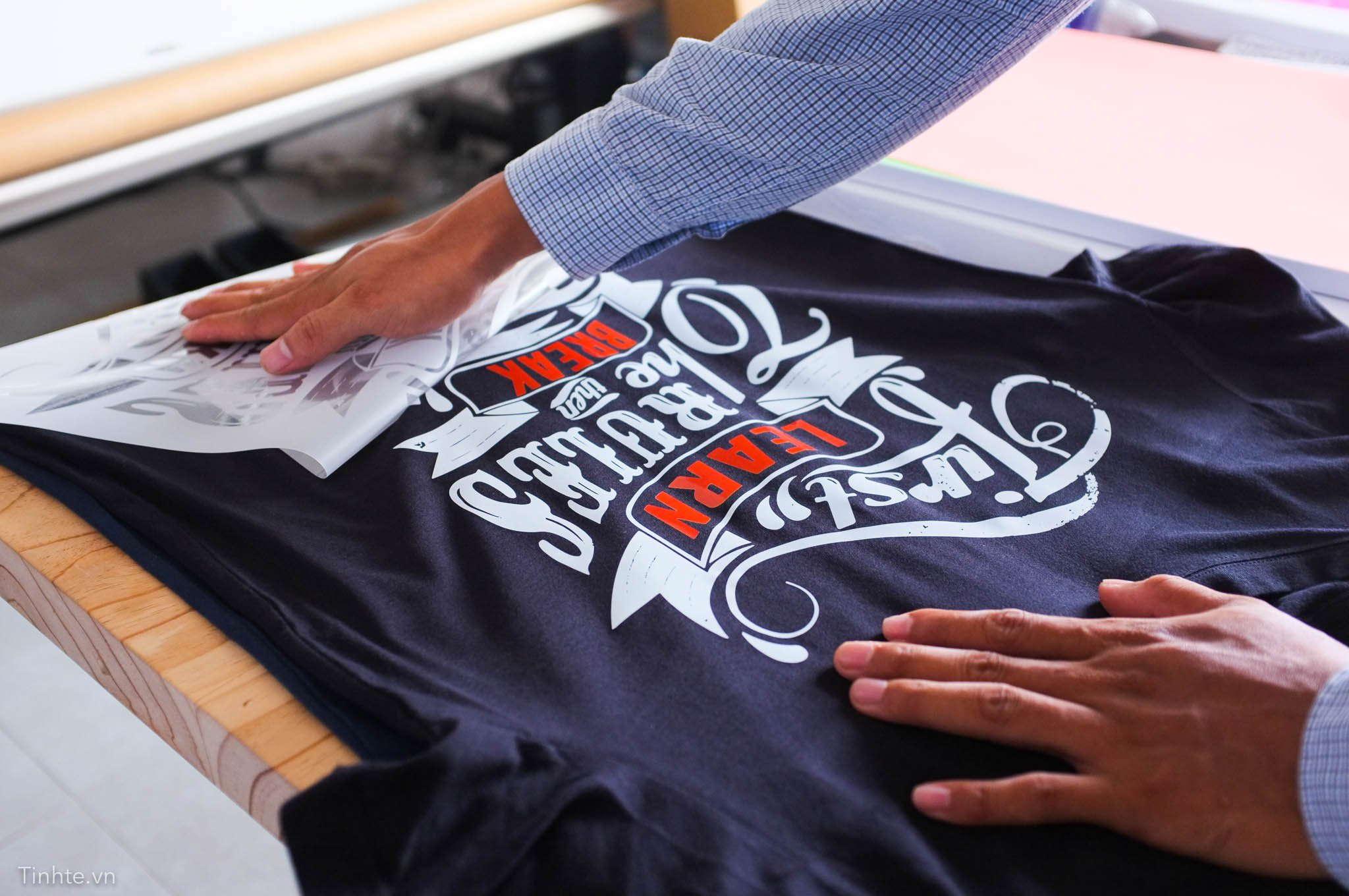 in logo áo