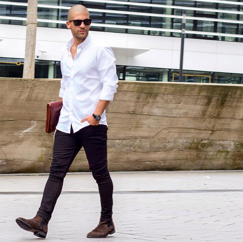 Áo sơ mi trắng quần tây đen mang giày gì