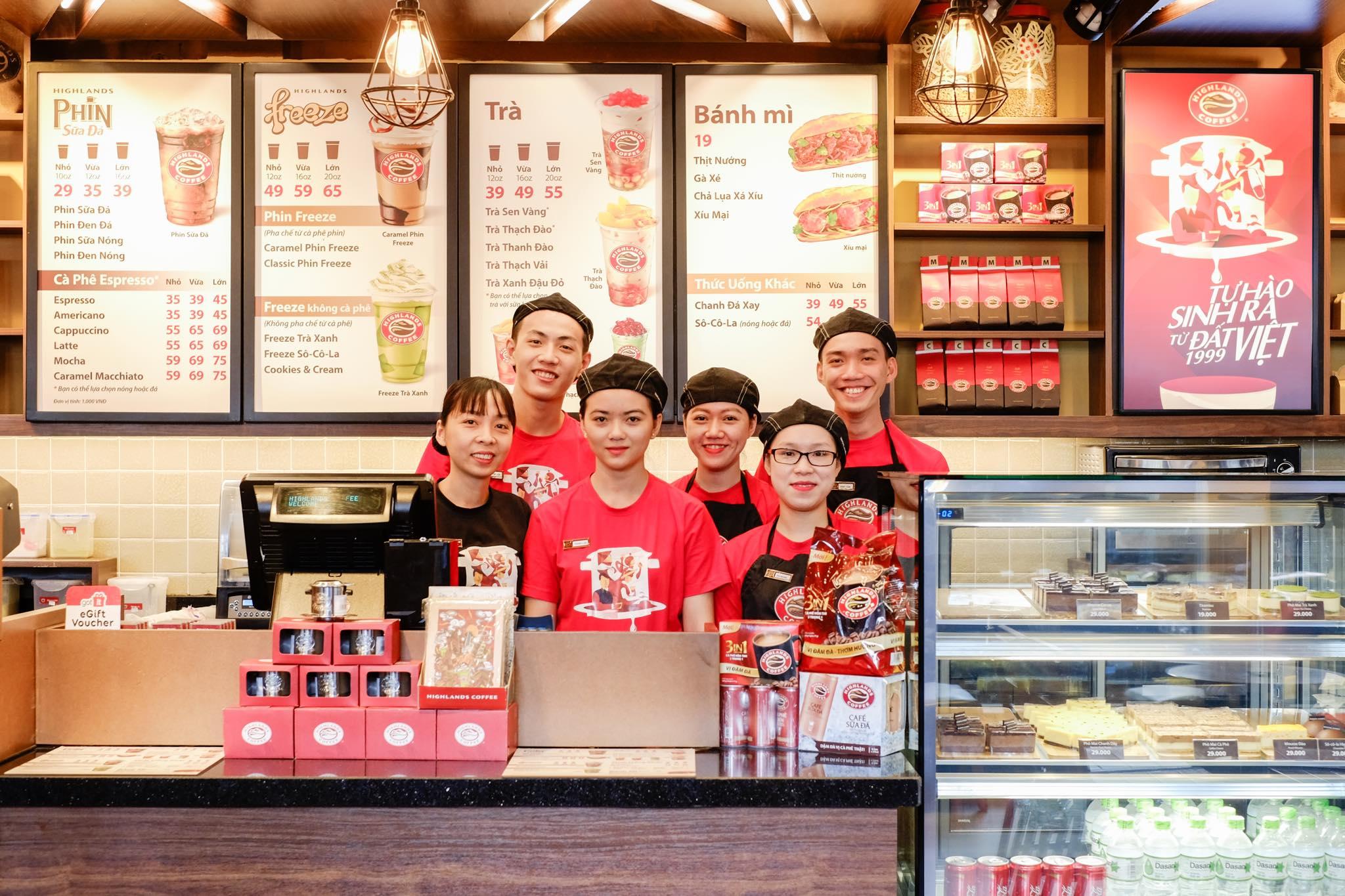 đồng phục nhân viên Highlands Coffee